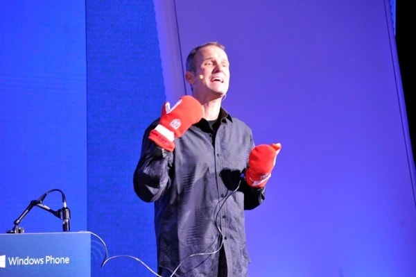 nokia-event-gloves-on-kevin-shields
