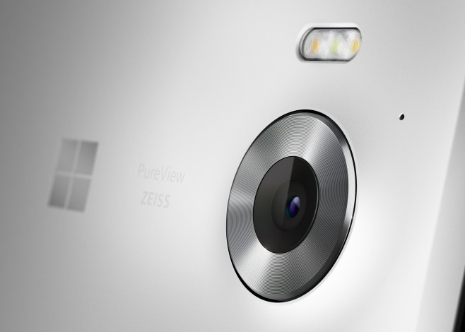 Lumia_950_Marketing_04_White Surface Phone sample