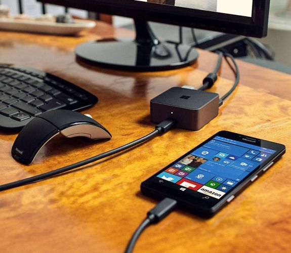 Lumia-Windows-10-dock-continuum